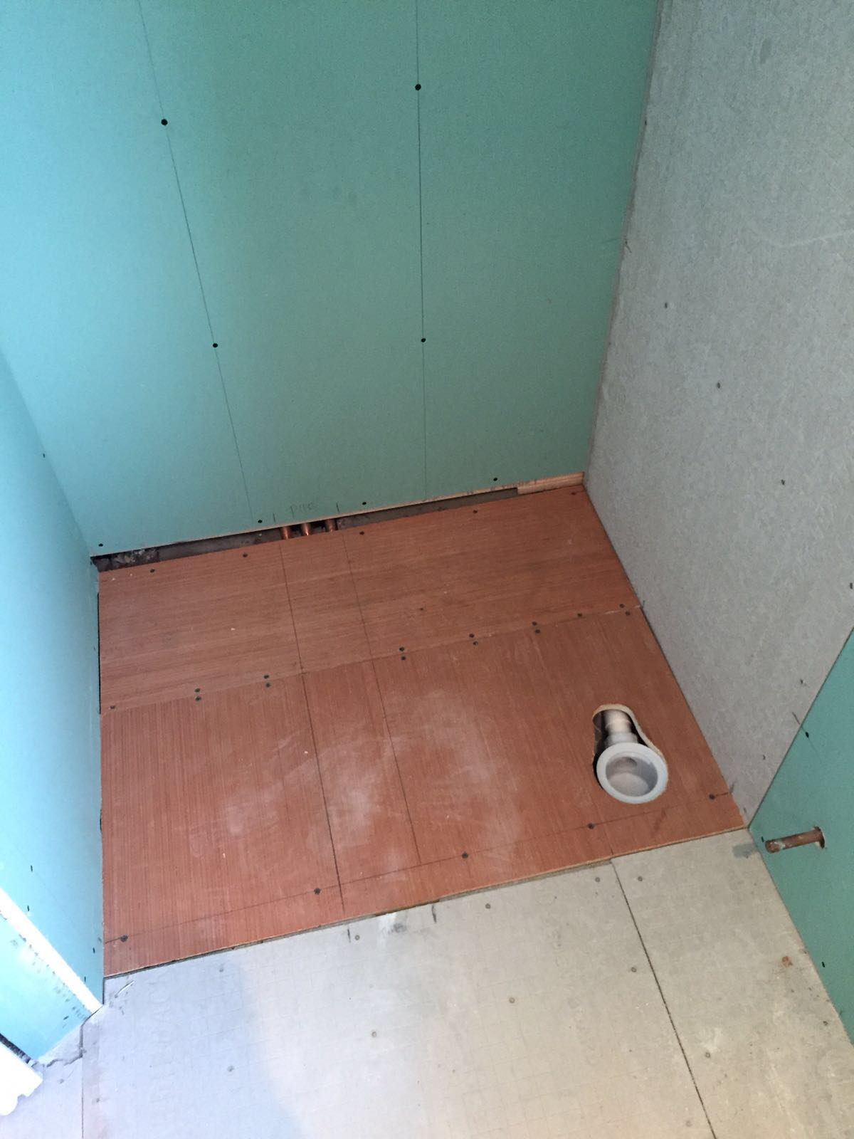 shower tray installation 1